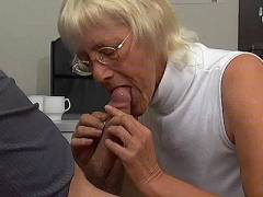 Old hottie enjoys young dick